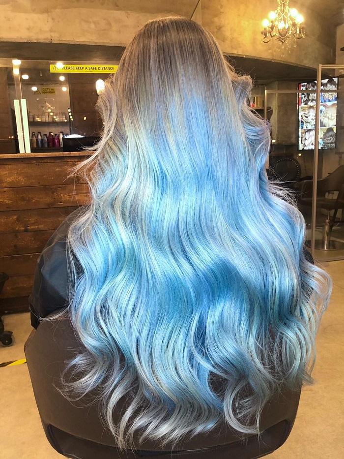 blue hair like shallow sea